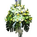 AFF011-  哀傷- 西伯利亞百合, 黃玫瑰,太陽花及绿葉高架悼念花籃